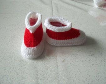BABY BOOTIES -: red and white - 0/3 months - handmade knit