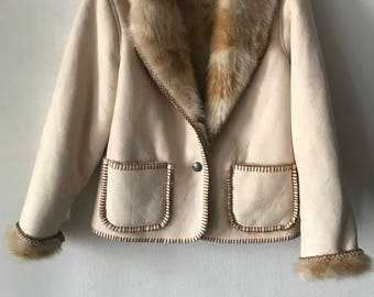 Flattering Short Vintage White Faux Fur Coat With Fluffy Fur Lining Women's Size Small .