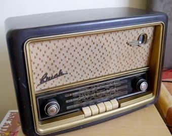 Vintage Bush VHF61 Bakelite radio 1956