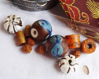 Set of 12 beads and Nepalese finishes