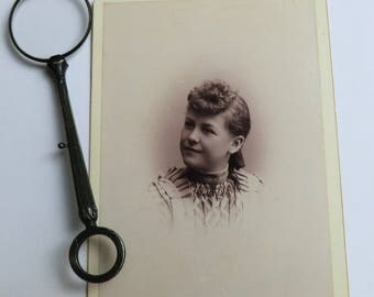 Cabinet Card Photo Young Woman Side Glance Fashionable Hairstyle ca 1890