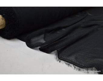 Mousseline coloris noir .