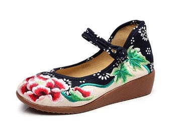 Floral Embroidered Mary Jane Platform Shoes Size 38 / 7 - 7.5 US