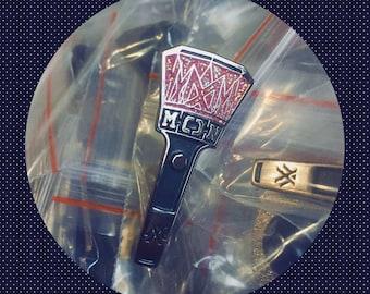 MONSTA X Mondoongie Lightstick Glitter Enamel Lapel Pin kpop Fanmade Badge Merchandise 몬스타엑스 Monbebe 몬베베