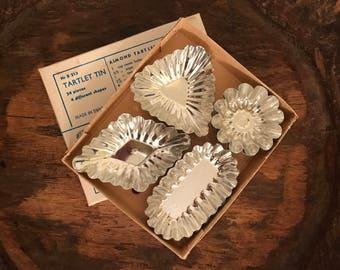Vintage Metal Tarlet Tins 4 Different Shapes Set of 12 (Nr B 213) | Made in Sweden