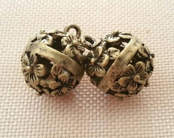 2 charms bronze metal beads