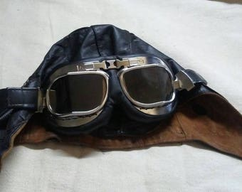 Aviator's leather cap and goggles