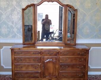 Ethan Allen French Country Bedroom Triple Dresser w/ Tri-Fold Mirror #26-5303