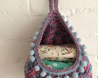 Hanging storage basket crochet