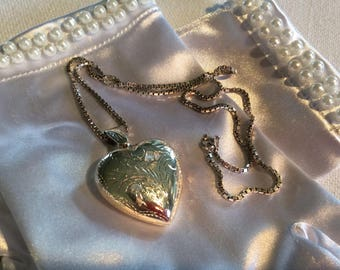 Vintage sterling silver heart shaped medallion pendant locket and chain