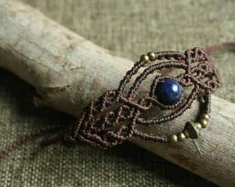 Macrame bracelet with Laspislazuli bead and brass beads