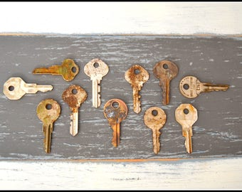 Assorted Vintage Keys (11) Old Keys - Vintage Hardware Locksmith Keys - Lot 27