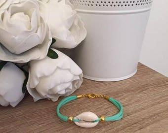 Bracelet cowrie shells gold Mint green suede 16cm