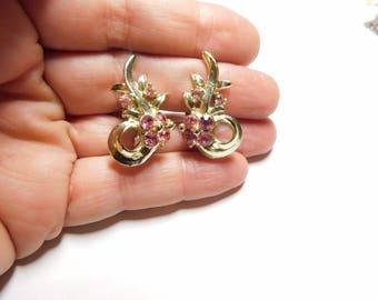 10% OFF- 2 pcs-Certified Natural Pink Rhinestone Curled Leaf Earrings Gold Tone Screws Back