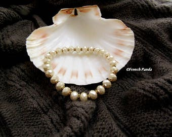 Mother of Pearl and gold bracelet old.