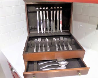 Vintage Silver Plate Flatware Set ...Holmes & Edwards ... Pattern: Inlaid YOUTH ...5 Piece Place Setting ...Service for 8