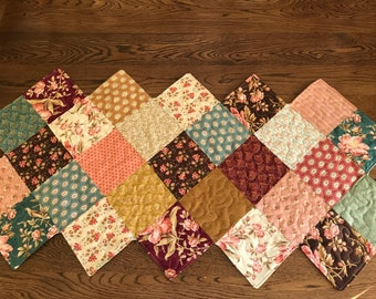 Charming zig zag quilted runner with pink flowers and green, gold and  burgundy background, country look