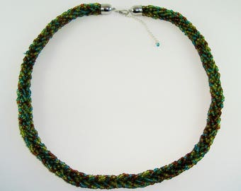 Choker necklace the colors green, blue, Brown