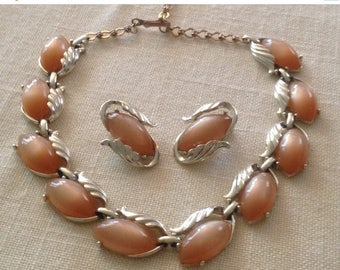 Anniversary Sale Vintage Ladies Tan Thermoset Necklace and Earrings