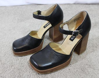 90s vintage black leather chunky high heel with platform square toe size 7m