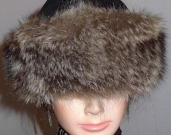"""Beautiful  vintage racoon fur hat with black suede top  21""""   XS  -  Joli  chapeau de chat sauvage avec dessus en suède XP"""