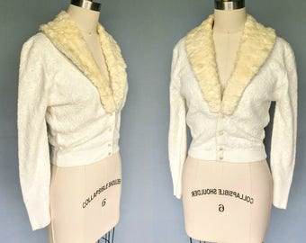 palisades / 1960s cream cardigan with fur collar / medium