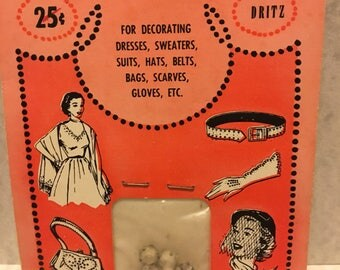 DRITZ Trimmings 1954, Original Package with 7 rosemontees rhinestones.