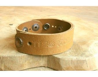 Men's leather bracelet text