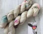 Hand dyed merino wool single yarn 100 g / 366 m / Indie dyer Lystig Yarns / Love Hunt