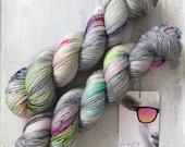 Hand dyed merino wool single yarn 100 g / 366 m / Indie dyer Lystig Yarn / Monday Funday!