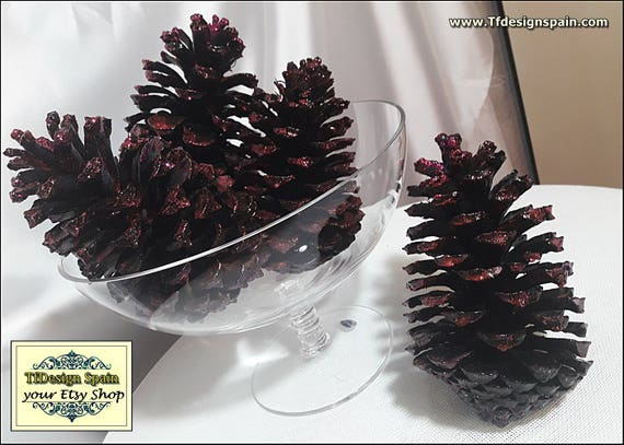 Christmas decor black, Christmas decor elegant, Christmas decorations, Christmas decor ideas, Christmas decor gift, 4 decorated pine cones