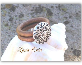 Bronze leather cords ring - holder Metal Zamak flower
