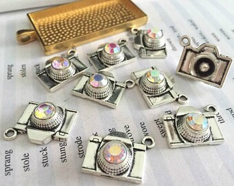 50 Pieces /Lot Antique Silver & Bronze Plated 15mmx18mm Diamond Camera charms