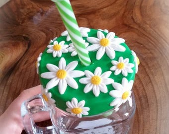 Jar with straw decorated daisies