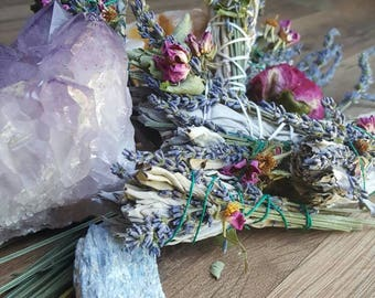Floral smudge wands/ floral smudge stick/ sage/ smudge/ boho wedding/ witch/ gypsy/ ceremonial smudge/ cleanse/ alter decoration/ spell