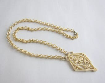 Long necklace carved bone 1940. Rare.
