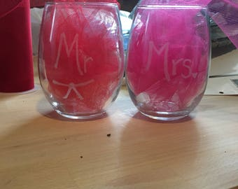 Mr and Mrs stemless wine glasses (set of 2)