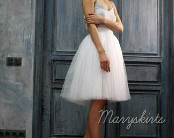 Tulle skirt with matching lining, fixed waistband with hidden zipper (color 1 - White)