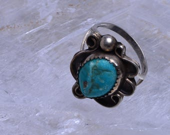 Turquoise ring with sterling silver setting - Size 6 1/2 - 157