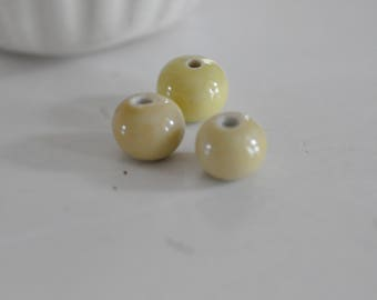 Set of 5 round pale yellow porcelain beads 1.5 cm