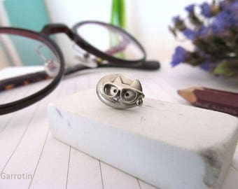 Glasses Push Cat pin brooch