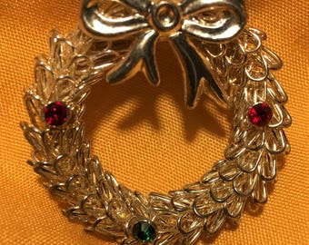 Eliquent Spun Silverlike Vintage Christmas Wreath Brooch