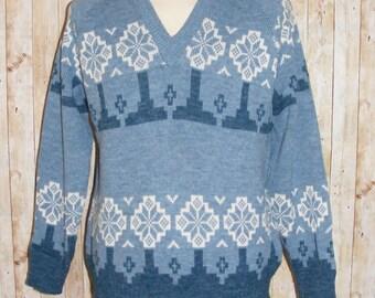 Size L vintage 80s v neck l/sleeve jumper blue snowflake/nordic pattern (HN31)