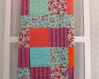 Crib Quilt, Baby Girl Quilt, Tummy Time Quilt, Modern Quilt, Baby Shower Gift, Baby Gift, Handmade Quilt, Soft Quilt, Flower Quilt, Cotton