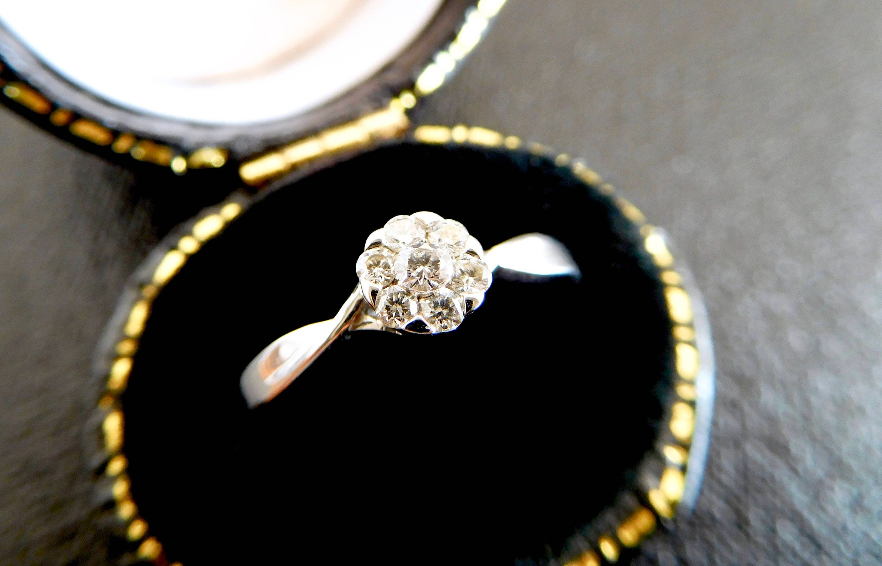 ring engagement gold diamond cluster filigree daisy beautiful pin white set
