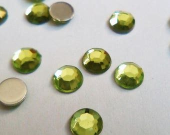50 cabochon light green faceted rhinestone 4 x 1, 5mm