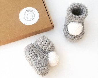 Grey crochet baby booties, New baby booties, Baby shower gift, New baby gift, Pom pom baby shoes, Unisex baby booties, Pom pom booties