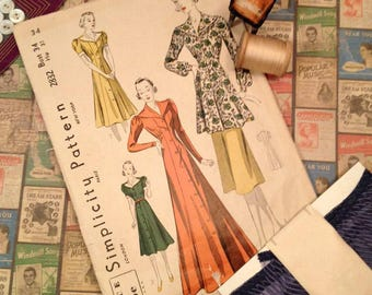 Vintage 1940's Dress Pattern Envelope , Simplicity Dress or House Coat Vintage Sewing