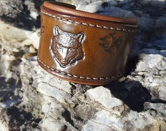 """The footsteps of the Wolf"" bracelet in leather"