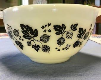 VINTAGE PYREX Cinderella Mixing Bowl GOOSEBERRY White w/Black 1 1/2 Pint - Small